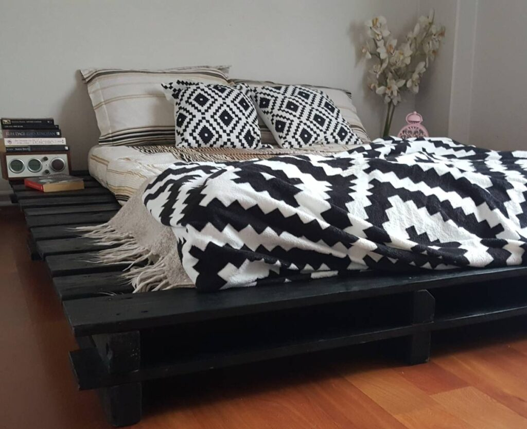 geniş palet yatak