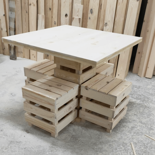 ahşap masa ve 4 tabure